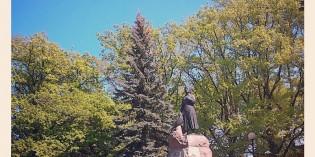 Памятник в Пярну национальному поэту Лидии Койдуле
