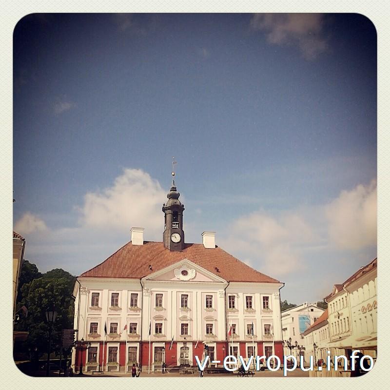 После Великого тартуского пожара 1775 года Ратушная площадь была полностью перестроена и приобрела современный вид