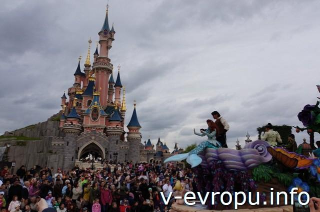 Парижский диснейленд. Парад 14 мая 2013