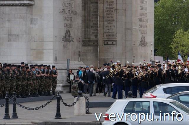 Париж. Празднование Дня  Победы