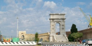 Фото Триумфальной Арки Траяна в Анконе
