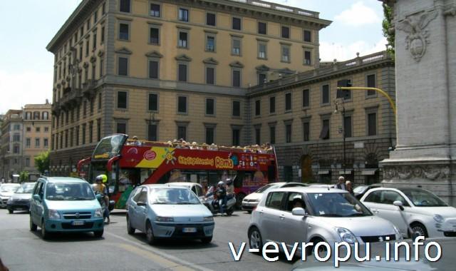 Транспорт Рима. Фото. Экскурсионный автобус