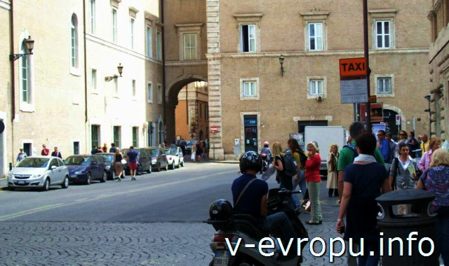 Такси в Риме. Фото. Остановка такси в центре города