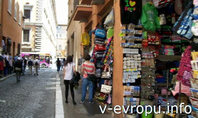 Рим для путешествий: правила самостоятельного туриста. Фото. Сувенирные магазинчики, где можно купить карту Рима, батарейки к фотоаппарату и другую туристическую мелочь