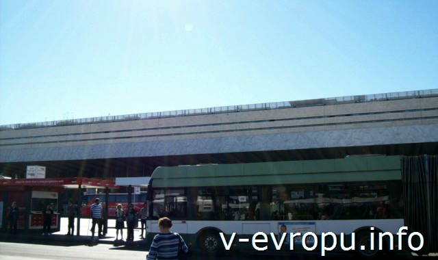 Рим. Жд вокзал Термини. Фото. Рядом с вокзалом остановка автобусов