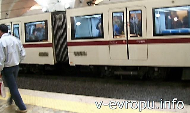 Рим. Метро и электрички. Фото. Поезд метро