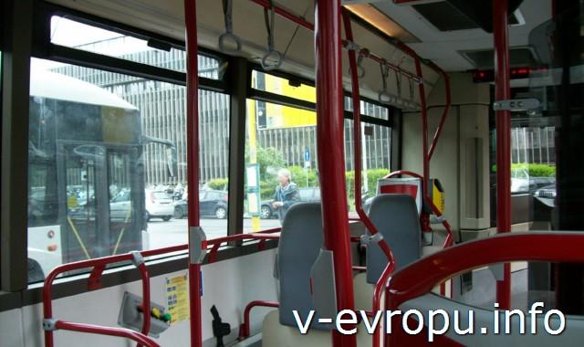 Салон городского автобуса в Риме