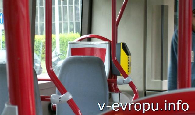 Автобусы в Риме. Компостеры при входе