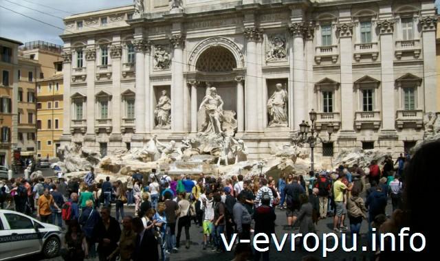 Рим для туристов: самые популярные районы города - фонтан Треви
