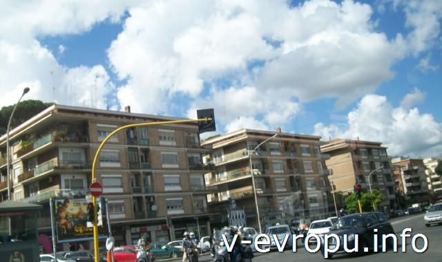 Транспорт Рима. Фото. уличное движение в спальных районах