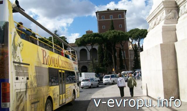 Рим. Экскурсионный автобус