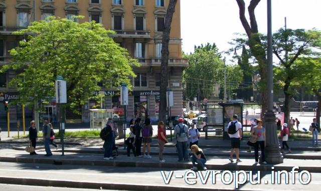 Рим. Автобусная остановка у Сан Джовани ин Латерано
