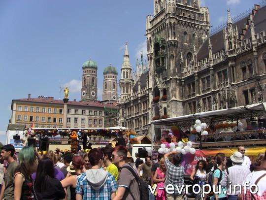 Живая встреча в Мюнхене: вот в такой толпе на Мариенплатц мы не потерялись!