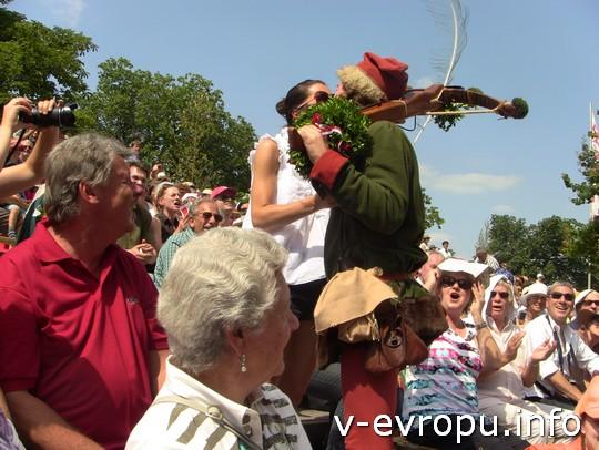 Свадьба в Ландсхуте: кому-то достался поцелуй и венок королевского стрелка