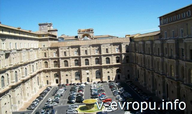 Парковка во внутренних дворах Ватиканских Музеев