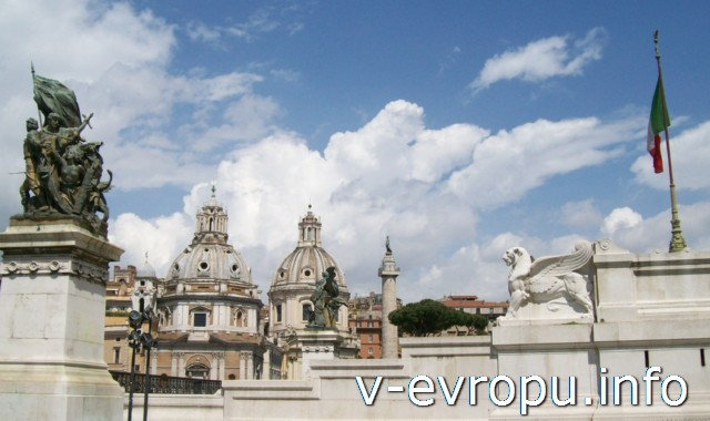 Рим для туристов: самые популярные районы города. Фото. Площадь Венеции с Колонной Траяну и постаментов Витторио Эмануэлю