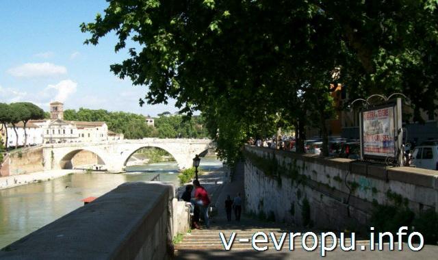 Рим для туристов: самые популярные районы города. Фото. Понте Систо через Тибр, ведущий в район Травестере