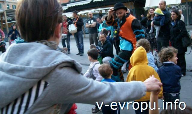 Рим для туристов: самые популярные районы города. Фото. Уличные музыканты дают представление в районе Травестере