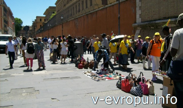 Рим для туристов: самые популярные районы города - район дешевого шоппинга  у Ватикана