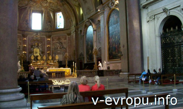 Центральный неф базилики Санта Мария дельи Анджели э деи Мартири в Риме