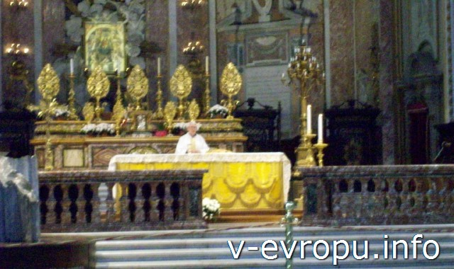 Алтарь в центральной апсиде базилики Санта Мария дельи Анджели  э деи Мартири