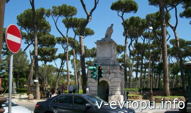 Вход в парк Боргезе на улицу виале Музео Боргезе. Рим