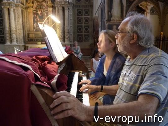 Живая встреча в Вероне: в церкви можно играть на органе