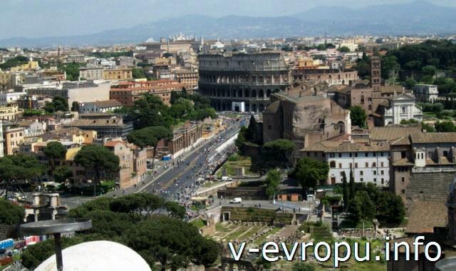 Рим. Вид на Колизей со смотровой площадки музея Рисорджименто