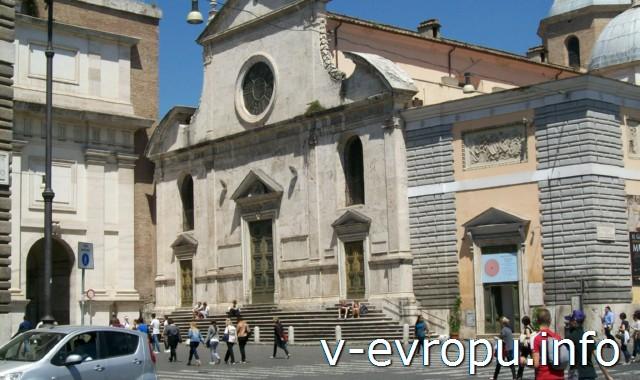 Рим. Церковь Санта Мария дель Пополо. Ренессансный фасад с элементами барокко