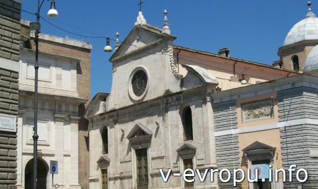 Фасад базилика Санта Мария дель Пополо. Рим