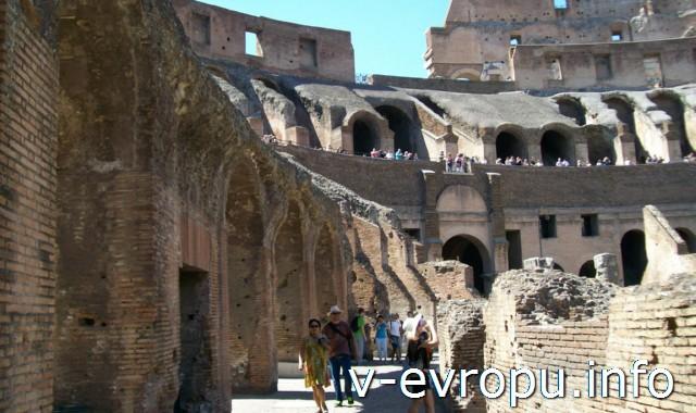 Колизей до 11 называли амфитеатром Флавиев