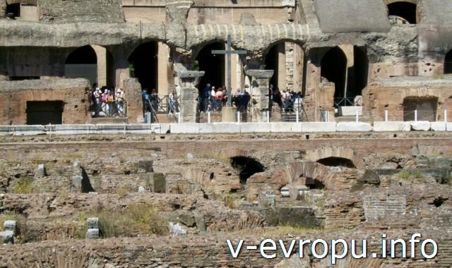 Поклонный Крест в Колизее в честь первомученников-христиан