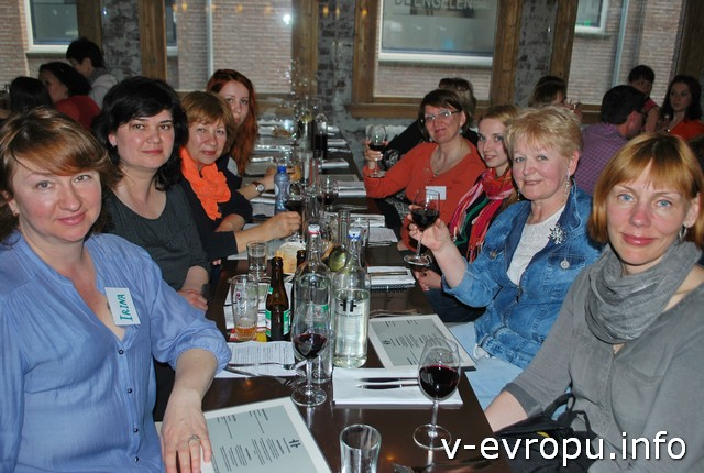 Ужин в ресторане - поднимем  бокалы!