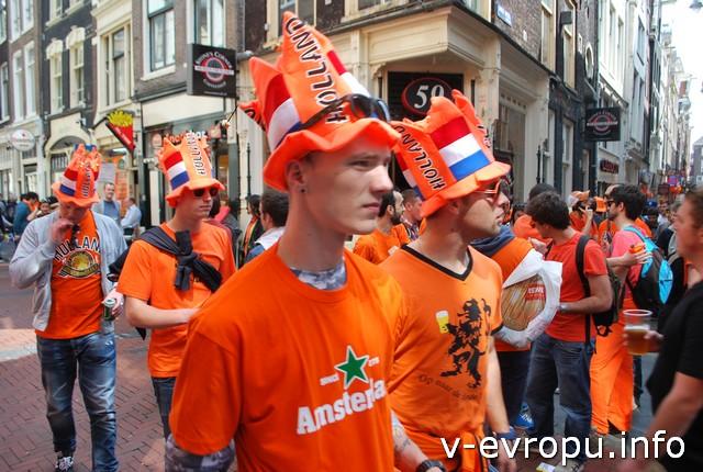 Оранжевый цвет в Амстердаме везде