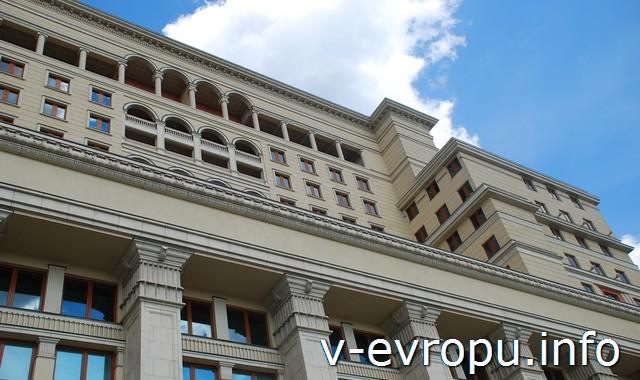 """Часть фасада гостиницы """"Москва"""" на Манежной площади"""