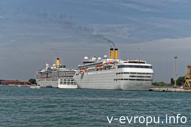 В Венецию можно прибыть вот на таком круизном лайнере