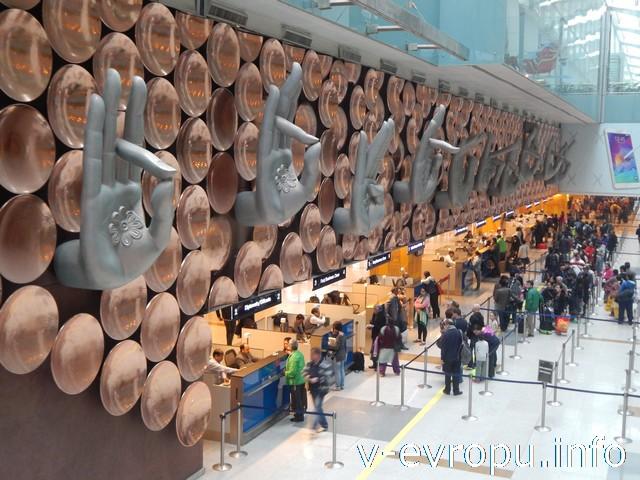 Индия. В аэропорту Нью Дели