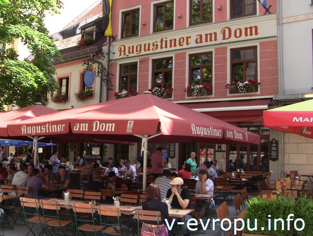 Ресторан пивной Августинер в центре Мюнхена