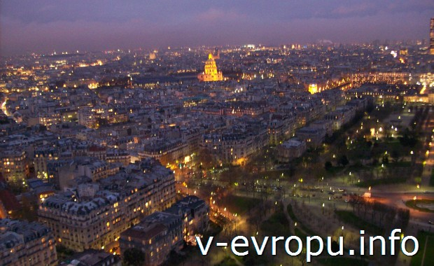 Ночной Париж с высоты панорамной площадки на Эйфелевой Башне