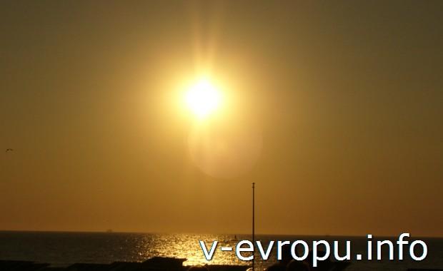 Закат на море в бельгийском курорте Остенде