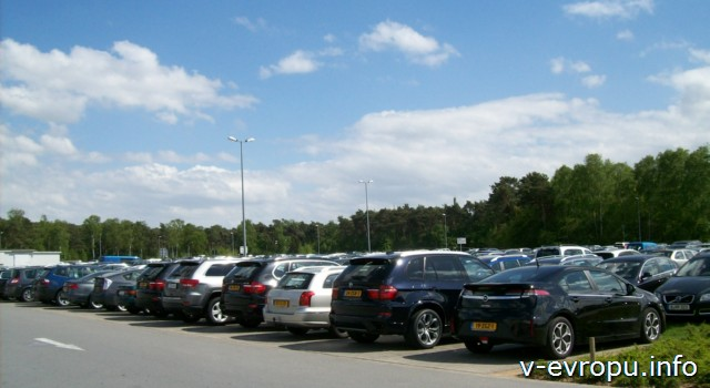Автостоянка в аэропорту Вееце