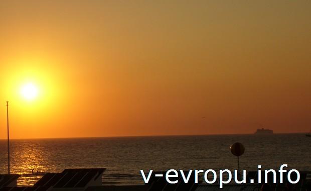 Такой закат наблюдали туристы из кемпинга под Остенте летом 2008 года