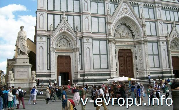 Памятник Данте на площади перед базиликой Санта Кроче во  Флоренции