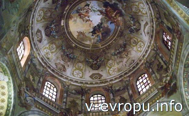 Мозаичный декор купола базилики Сан-Витале в Равенне (Италия)