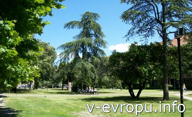 Аутлет-деревни  у туристов намного превосходят по популярности городские парки