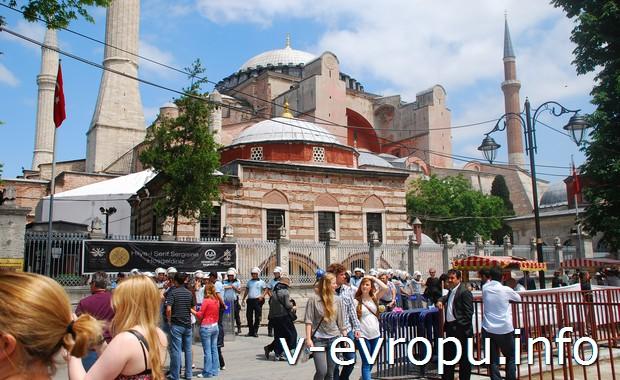 Рядом с Голубой Мечетью в Стамбуле