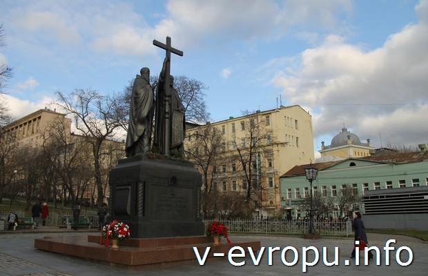 Памятник Святым Кириллу и Мефодию на Славянской площади