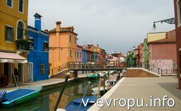 Улицы-каналы на острова Бурано в Венеции