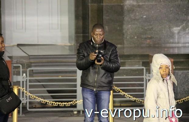 Туристы у Мавзолея на Красной площади