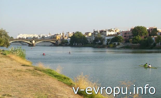 Река Гвадалквивир в Севилье (Андалусия)